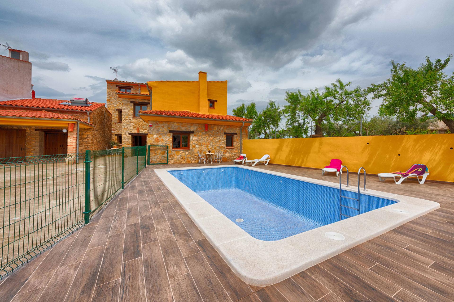 Casa rural en castell n casa rural priace for Casas vacacionales con piscina